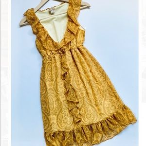 Day trip | Yellow Ruffle Dress